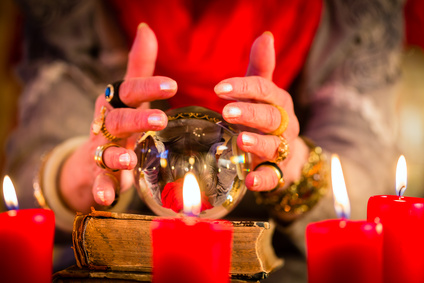 boule de cristal - Soothsayer during esoteric session with Crystal ball